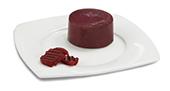 Passierte Rote-Beete-Timbale, auf einem Teller angerichtet