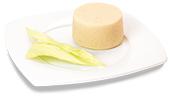 Passierte Weißkohl-Timbale, auf einem Teller angerichtet