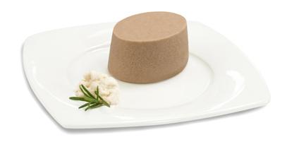 Passierte Tafelspitz-Timbale, auf einem Teller angerichtet