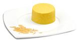 Passierte Curryreis-Timbale, auf einem Teller angerichtet