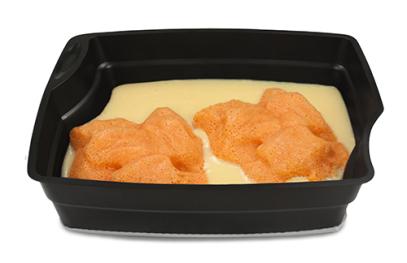 Passiertes Menü Nr. 92 in der Schale: Süße Mahlzeit Wurzelkuchen mit Dessertsauce Vanillegeschmack